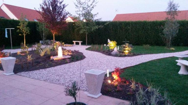 éclairage rocaille et chemin jardin
